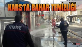 Kars Belediyesi Cadde ve Sokakları Tazyikli Suyla Yıkıyor