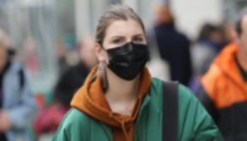 Maske Takılıyken de Sosyal Mesafe Kuralına Uyun